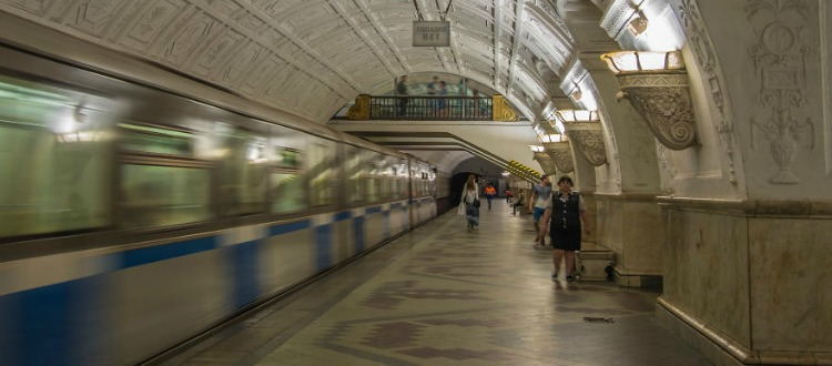 Οι εντυπωσιακοί σταθμοί μετρό στην Μόσχα