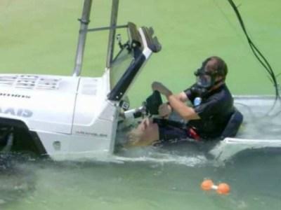Του βίδωσε και κατασκεύασε ένα υποβρύχιο Jeep