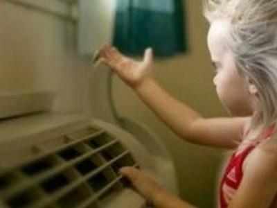 Καύσωνας, κλιματιστικό και μωρό στο σπίτι