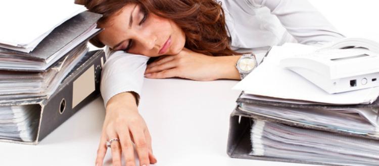 Οι ειδικοί συστήνουν το power nap εν ώρα εργασίας
