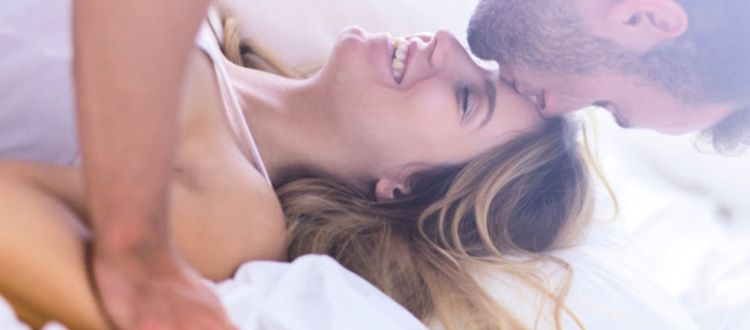 Διαφημίζουν το σεξ για να χτυπήσουν την υπογεννητικότητα