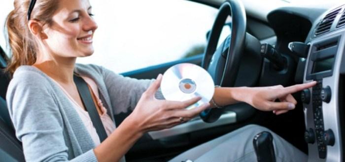 Γιατί χαμηλώνουμε την μουσική όταν ψάχνουμε κάτι στον δρόμο