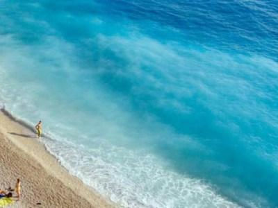 Η παραλία με τα πιο γαλάζια νερά στον κόσμο