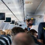 Τι δεν πρέπει να αγγίζετε ποτέ στο αεροπλάνο