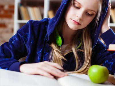 Το μήλο θα πέσει κάτω από την μηλιά