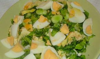 Ανοιξιάτικη σαλάτα με τον «αροδαμό τση λεμονιάς» και τα πασχαλινά αυγά