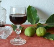 Λικέρ καρύδι με ρακή, κρασί και μέλι