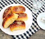 Γλυκά ψωμάκια με μυζήθρα (νωπό ανθότυρο)