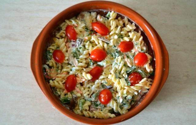 Απλή μακαρονοσαλάτα με σάλτσα γιαουρτιού