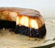 Κέικ σοκολάτας με κρέμα καραμελέ (VIDEO)