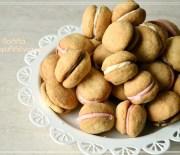 Μικρά μπισκοτάκια με αμύγδαλο ή φουντούκι και σοκολάτα