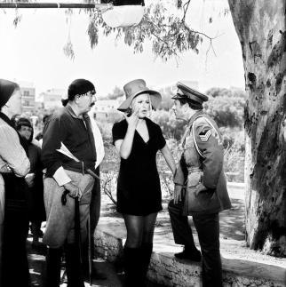 Σκηνή από την ταινία στην πλατεία Αγίου Νικολάου-Λιμνοθάλασσα Βουλισμένη