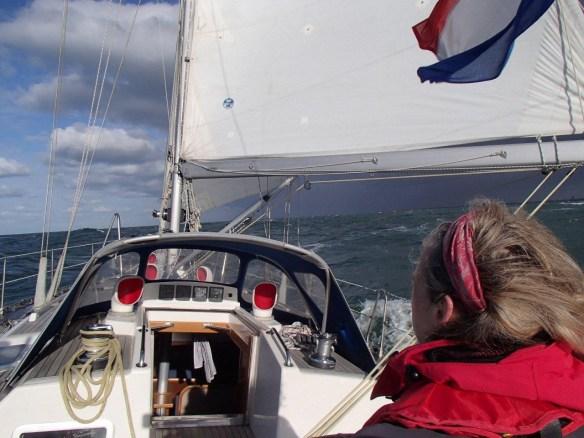Wij varen alweer in het zonnetje, terwijl het front boven IJmuiden hangt