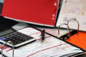 Control del gasto y eficiencia en cobro de impuestos solucionarían déficit fiscal