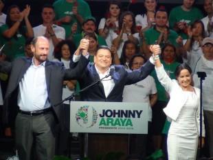 Johnny Araya y sus candidatos a vicepresidentes. CRH.