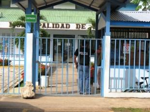 La Sección de Fraudes del OIJ allana la Municipalidad de Osa. Foto CRH