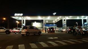 Conductores hacían largas filas horas antes que precio de la gasolina subiera. CRH
