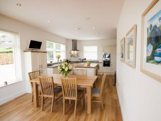 Criannan kitchen and dining area