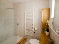 Criannan bathroom showing the shower