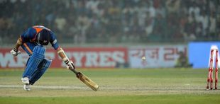 Sachin Tendulkar is run out by Mitchell Johnson, India v Australia, 3rd ODI, Delhi, October 31, 2009
