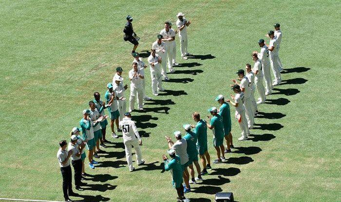 AUS vs IND: Nathan Lyon Receives Guard of Honour From Australia Teammates in 100th Test Appearance