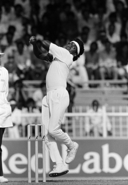 Rumesh Ratnayake bowling for Sri Lanka during their Champions Trophy match against Pakistan in Sharjah, United Arab Emirates, 2nd December 1986. Pakistan won by four wickets. (Photo by David Munden/Popperfoto/Getty Images)