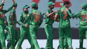 The_Bangladesh_captain_Mashrafe_Mortaza_celebrates_with_his_teammates_after_dismissing_Danushka_Gunathilaka_for_9
