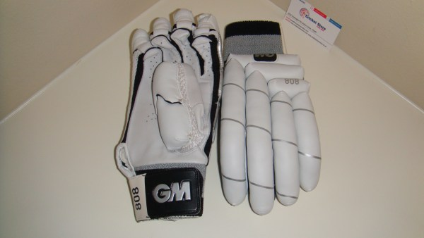 GM 808 2012 cricket batting gloves 2