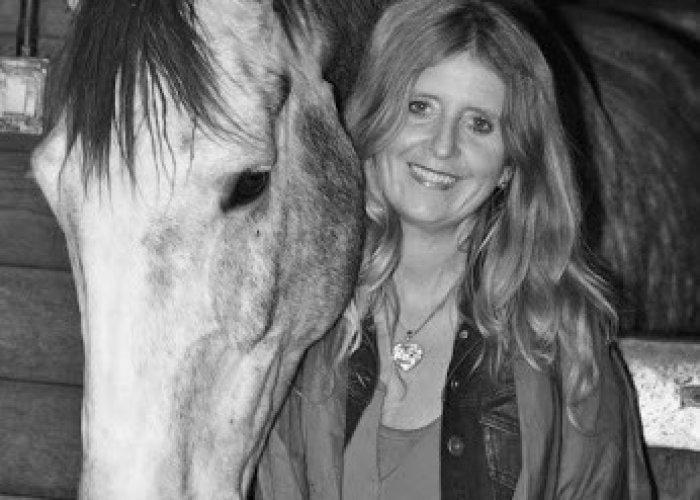 Eva Hamilton with horse bw