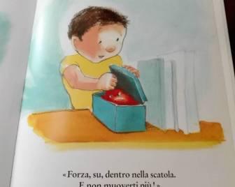 Roberto ripone in una scatola la sua rabbia