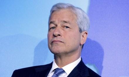 CEO de JP Morgan arremete contra Bitcoin y lo declara un fraude