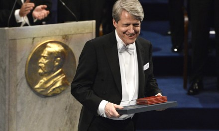"Premio nobel de economía cataloga a Bitcoin como una ""moda pasajera"""