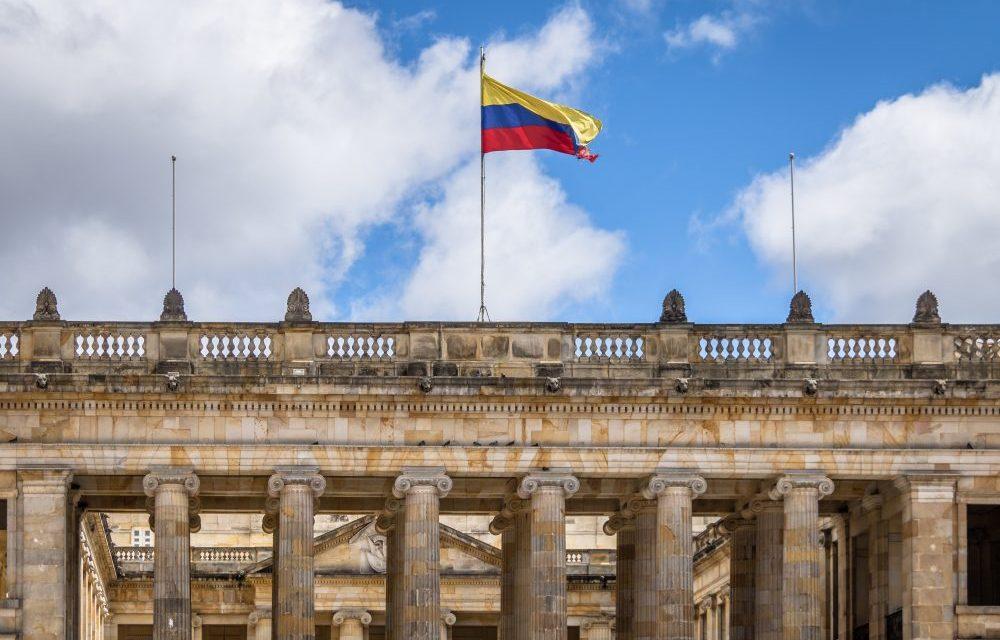 Senado de Colombia debate modernización económica y administrativa mediante blockchain