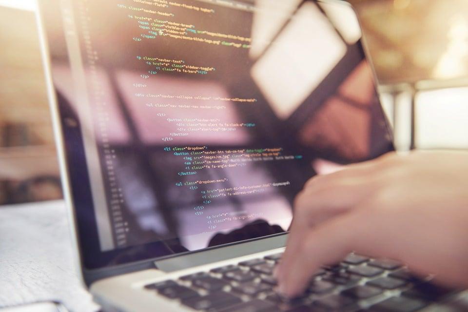 Salarios de programadores de blockchain se incrementó durante el último año