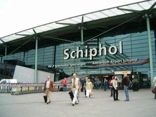Ámsterdam instala en su aeropuerto cajero de criptomoneda para los viajeros que deseen convertir sus euros en Bitcoin y Ethereum