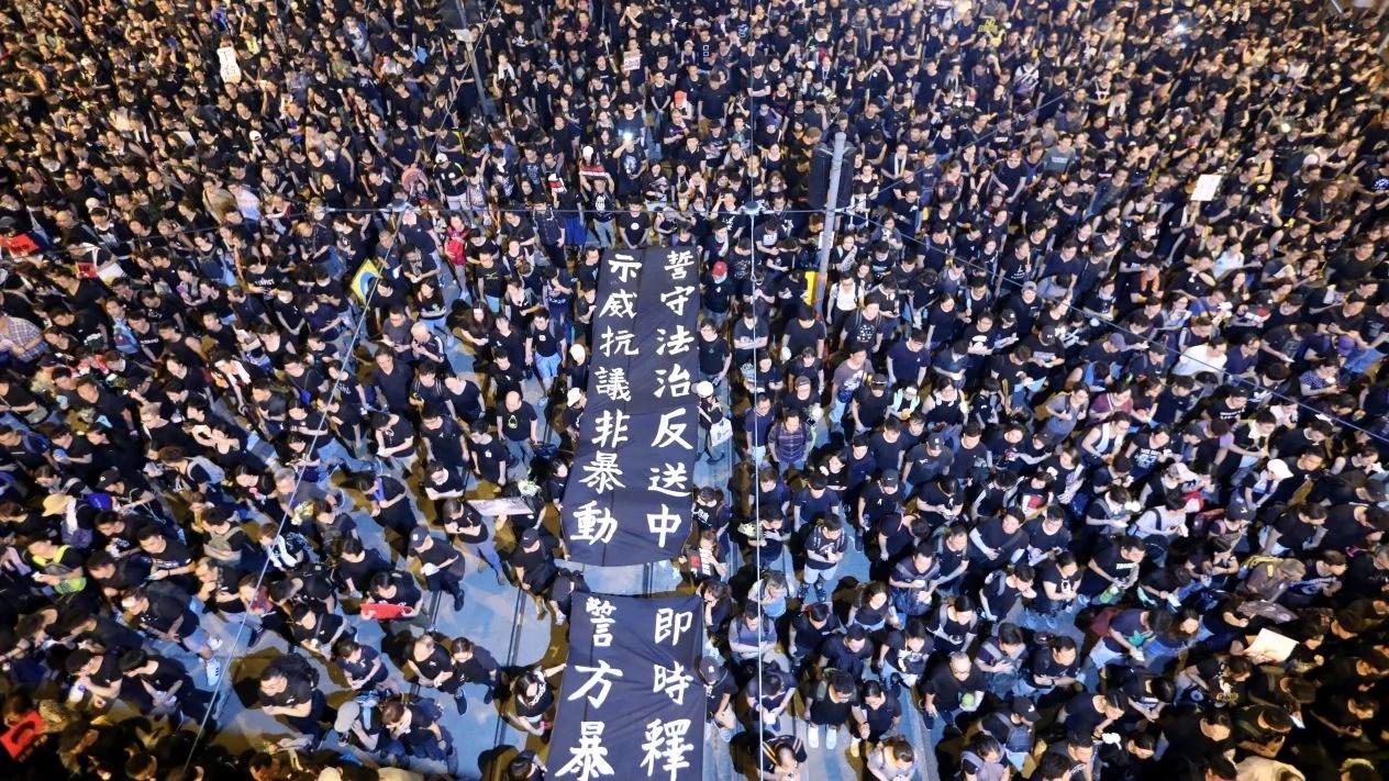 """Ciudadanos de Hong Kong pagan premium por Bitcoin debido a la """"Ley de extradicción"""""""