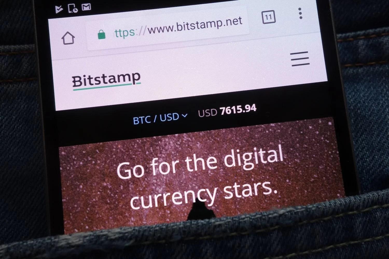 Intercambio criptográfico Bitstamp anuncia asociación que permitirá a sus usuarios realizar depósitos y retiros en libras esterlinas