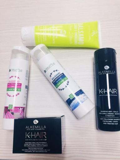 Una selezione di prodotti per la cura dei capelli che è possibile trovare presso il negozio NaturPlus di Torino Via San Secondo 17/G