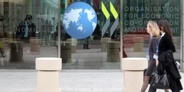 ΟΟΣΑ: Ρίχξτε χρήμα σε υγεία και μικρές επιχειρήσεις 1