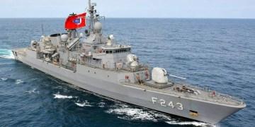 Σειρήνες στο Αιγαίο: Στρατιωτικό συμβούλιο στο ΓΕΕΘΑ, ΚΥΣΕΑ στο Μαξίμου 25