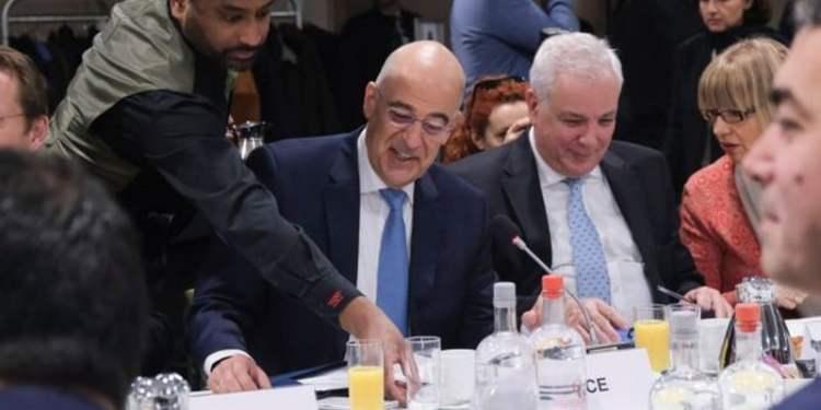 Υπουργός Εξωτερικών Νίκος Δένδιας παραθέτει πρόγευμα εργασίας στους Υπουργούς Εξωτερικών των χωρών μελών της Ε.Ε. στις Βρυξέλλες, Βέλγιο στις 9 Δεκεμβρίου, 2019.
