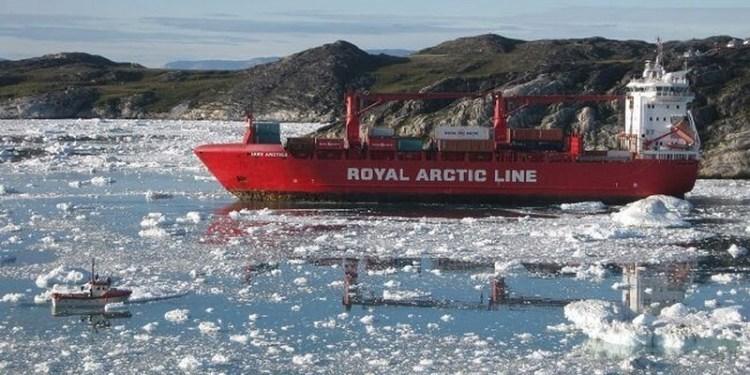 Τάνκερ διασχίζει την Αρκτική
