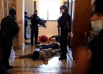 Δυνάμεις SWAT κάνουν συλλήψεις στο Καπιτώλιο