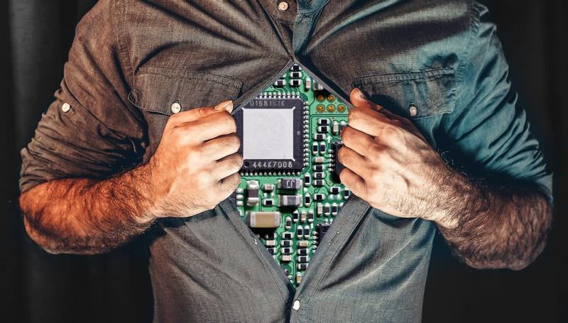 Kaspersky: Πως βλέπουν οι Ευρωπαίοι το... cyborg μέλλον