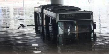 Λεωφορείο πλημμυρισμένο, κακοκαιρία Μπάλλος