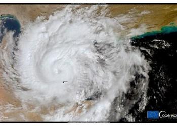 Η εικόνα, η οποία ελήφθη από έναν από τους δορυφόρους Copernicus Sentinel-3 στις 3 Οκτωβρίου στις 05:55 UTC, δείχνει τον Τροπικό Κυκλώνα Shaheen