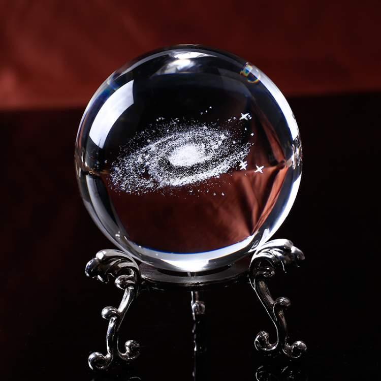 Galaxie 3D dans une boule de cristal