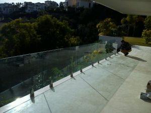 Instalación barandilla de cristal Marbella 2