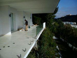 Instalación barandilla de cristal Marbella 6