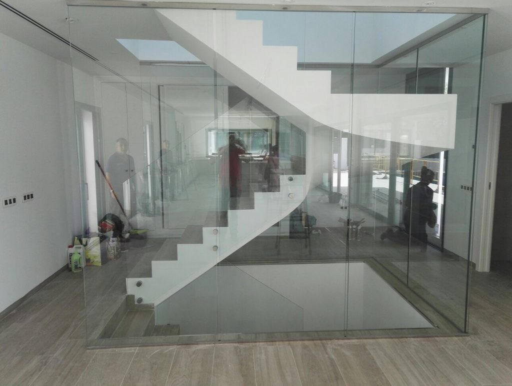 Barandilla y escalera interior en vivienda unifamiliar for Barandillas de interior